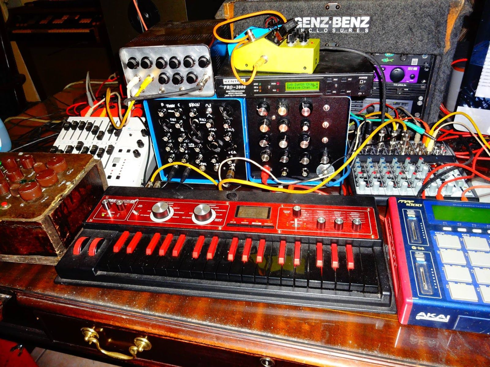 Bent Tronicscom Circuit Bending Diy Synth Guru Dave Wright Not Bre Circuitbending Circuitbent Noise Toys By Cementimental