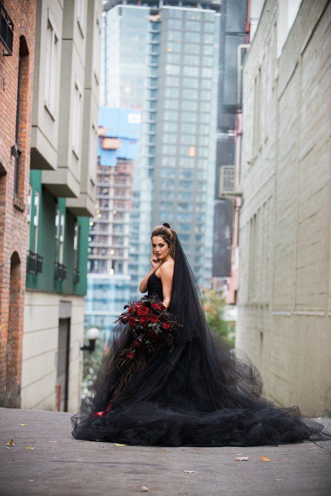 We\u0027re Now Considering a Halloween Wedding Thanks to This Bride\u0027s - romantic halloween ideas