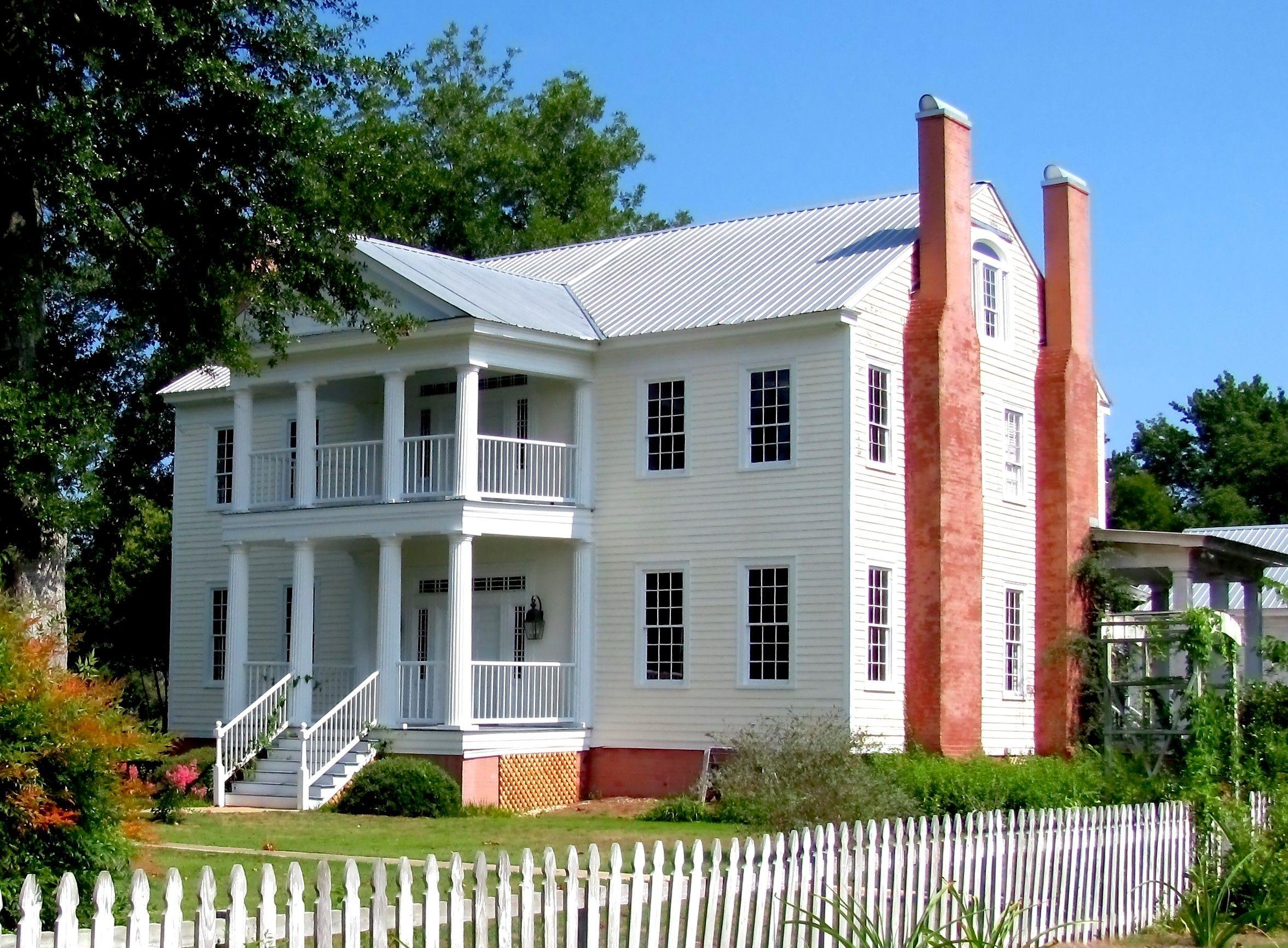 THe Underwood Plantation House in Pleasant Hill, Alabama