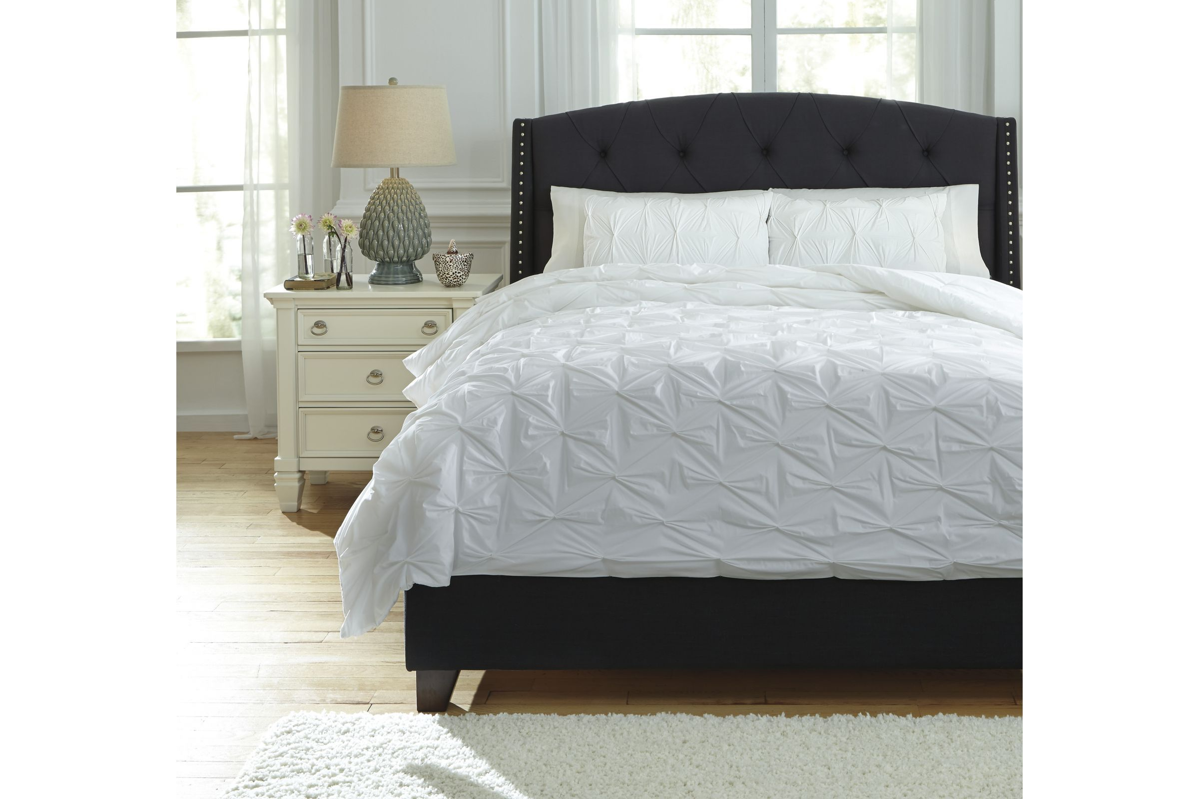 Rimy Queen Comforter Set In White By Ashley In 2020 Comforter
