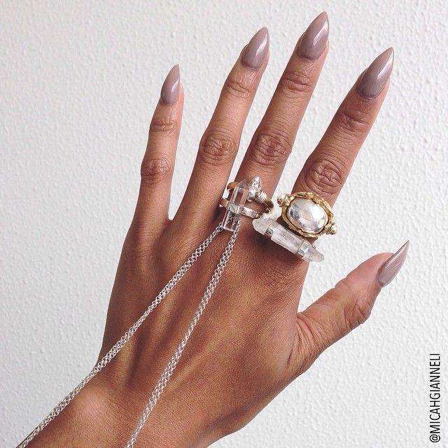 The claws are back!! Thanks to superstar nail tech @mrssjmac from @missfoxmelb !! 😊💅 (Jewellery @pushmataaha @celestetesoriero @krystleknightjewellery @savethelastpinker)
