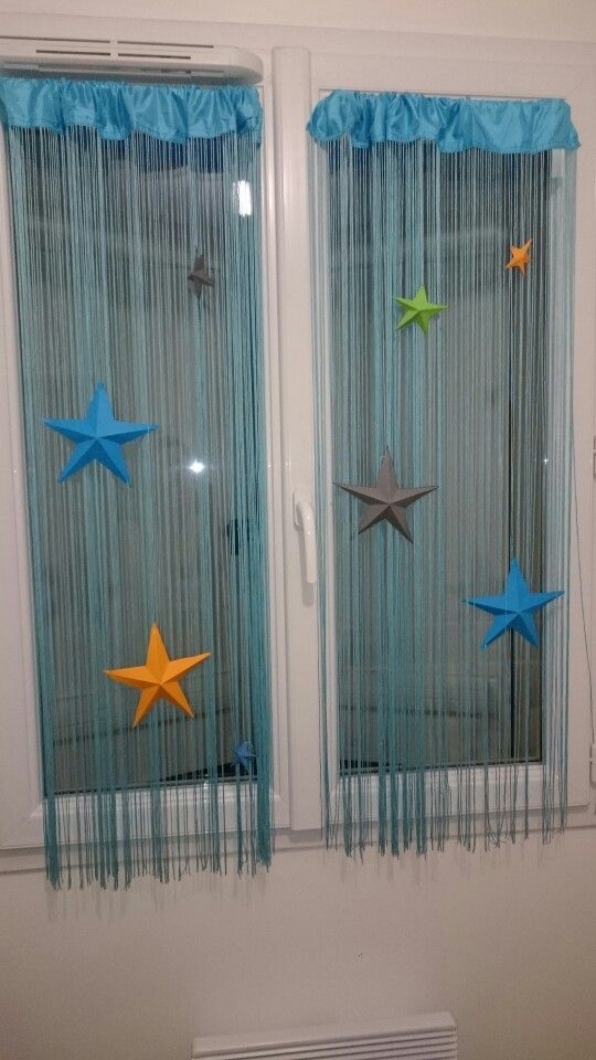 Décoration en étoile 3D pour habiller des rideaux dans une chambre d