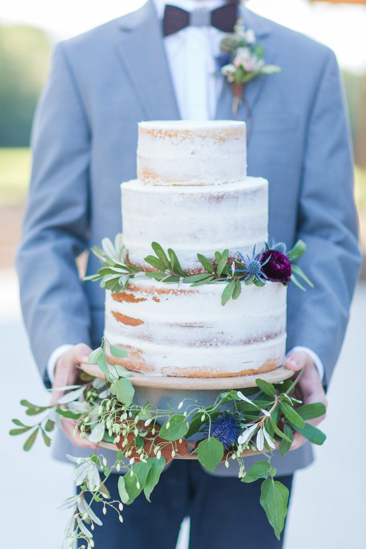 Country Lane Lodge Wedding Cakes With Cupcakes Iowa Wedding Venues Wedding Reception Dinner