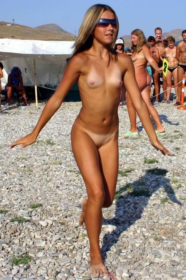Bikini girl nipple