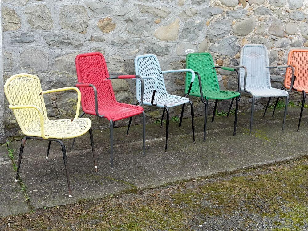 Fabbrica Sedie In Plastica.Rovistando Propone Una Lotto Di Vecchie Sedie Da Bar In Plastica