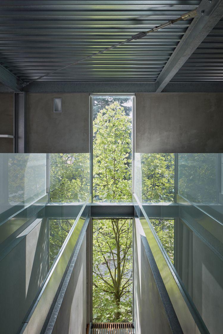 minimalistische einrichtung beton glas stahl decke fenster flur ...