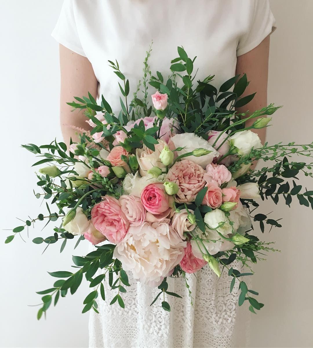 Koncowka Czerwca Dzisiejszy Bukiet Dla K Kwiaty Bukiet Bukietslubny Lato Czerwiec Wesele Wedding Bouquets Floral Wreath Wedding