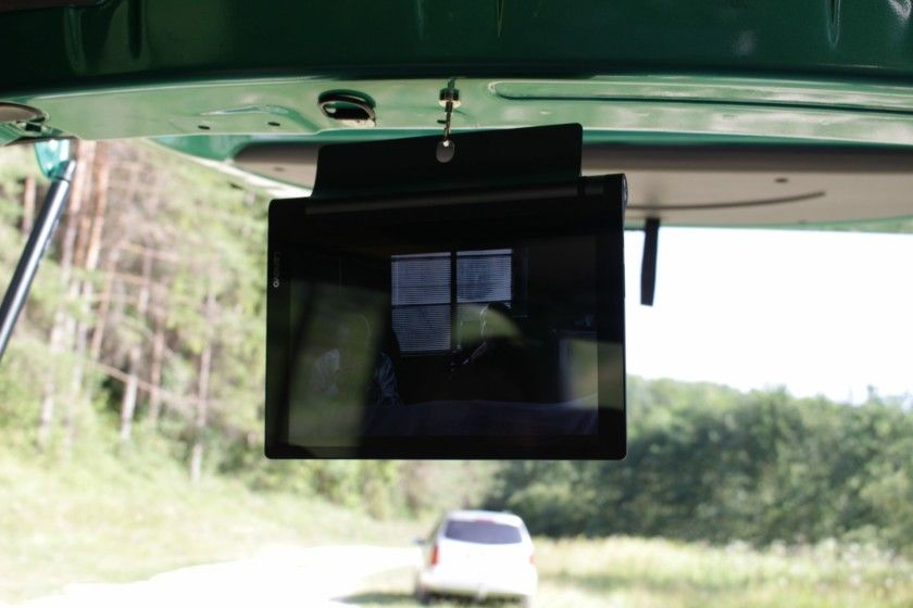 Wenn das Wetter schlecht ist, oder man einfach mal chillen möchte. Dann liegt man oft im Van und hat nix zutun. Das Datenvolumen möchte man auch nicht so schnell leersurfen, also muss eine andere Beschäftigung her. Für unser Hotel Doblo haben wir uns daher eine kleine aber feine Unterhaltungslösung einfallen lassen.  #fernseher #vanlife #netflix #tablet #magnete