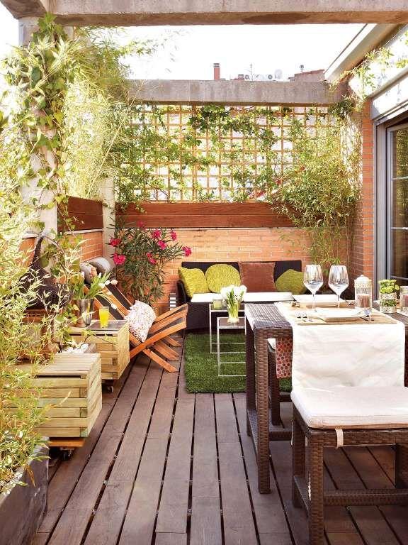 Se acabaron las miradas indiscretas en esta terraza for Celosia de madera para jardin