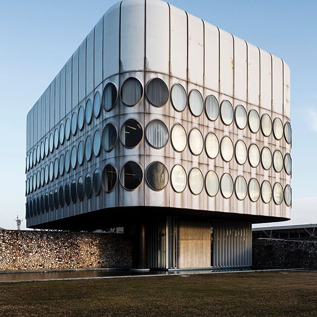 Snaidero office building by architect angelo mangiarotti 1973 1978 majano italy photo - Mobili snaidero majano ...