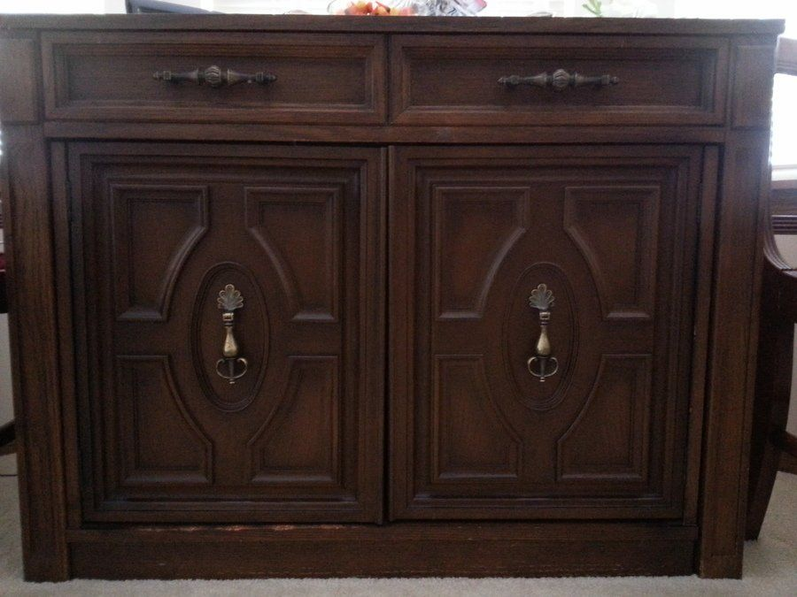 Antique furniture - I Have A Saginaw Expanding Table In Batavia, IL. Am Moving And Will