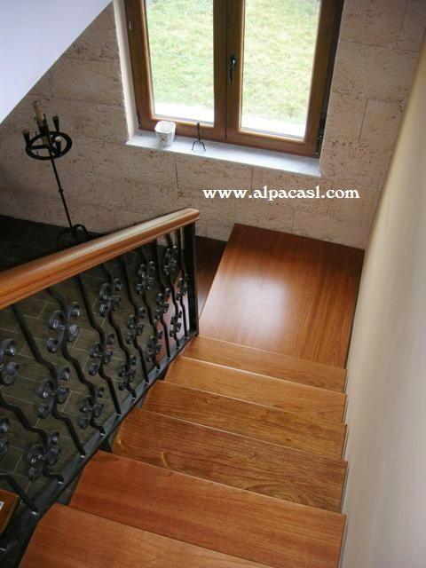 Pasos en madera maciza de jatoba sobre estructura metálica y ...