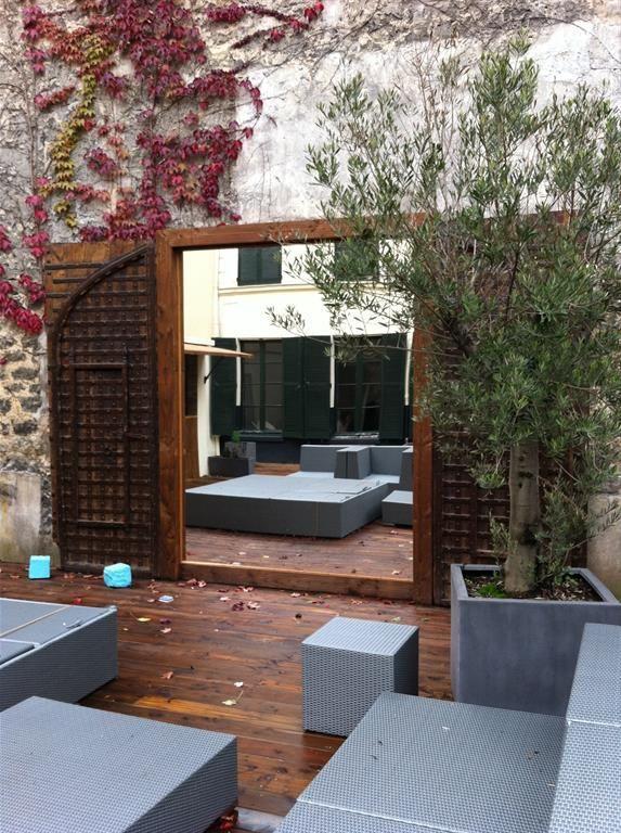 Vue Sur Miroir Pose Sur La Terrasse Screenshots Jardines Et Espejos