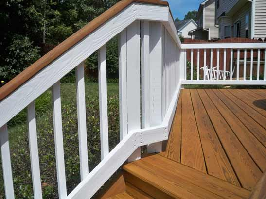 Best Two Toned Deck And Railing With Images Staining Wood 640 x 480