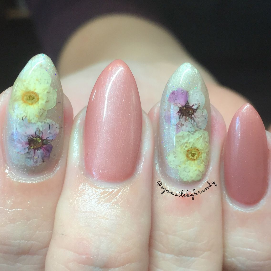 Encapsulated dried flowers close up | Nails by Me! | Pinterest ...