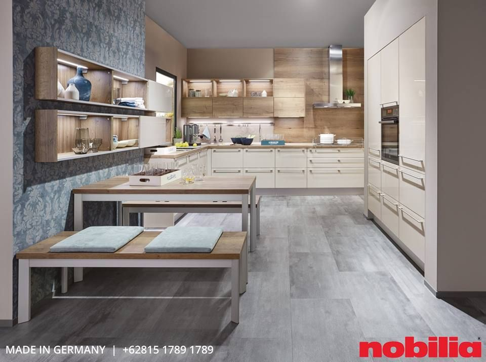 A Kitchen Floor Plan Designed To Be Modern And Spacious While Artfully Dividing The Kitchen And Dining Areas A Truly Family Sized Kitchen Where Young And Old A