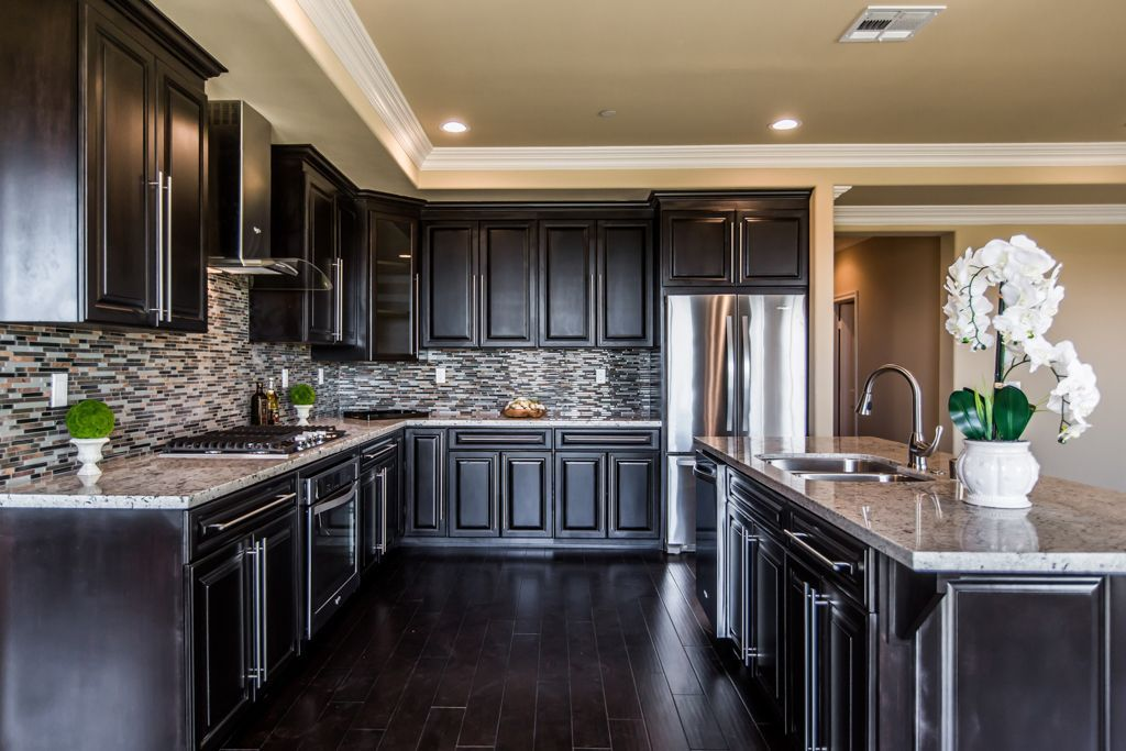 Traditional Kitchen With Crown Molding Ceramic Tile Complex