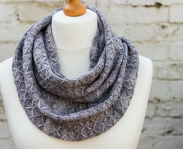 Photo of Gestepptes Gitter, #Gitter #Quilted   – Textile Crafts – #Kapuzenschal #Stricken…
