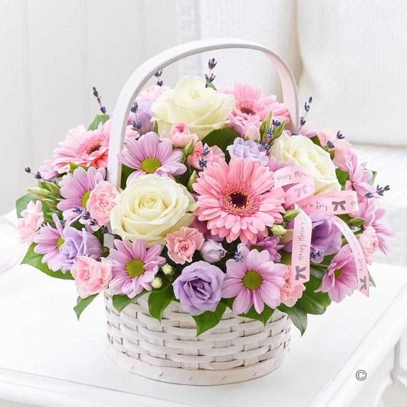 Pin By Gabi On Hoa đẹp In 2020 Basket Flower Arrangements Flower Arrangements Beautiful Flower Arrangements