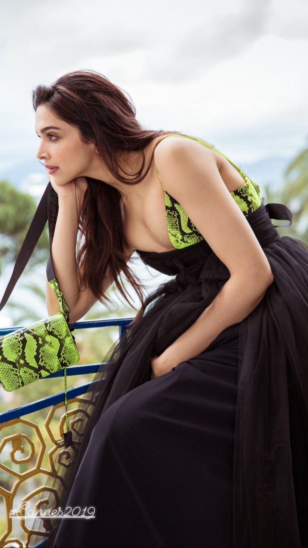 Deepika Padukone Biography Age Height Net Worth Family Movies Buzzzfly Bollywood Celebrities Deepika Padukone Style Bollywood Actress Hot Photos