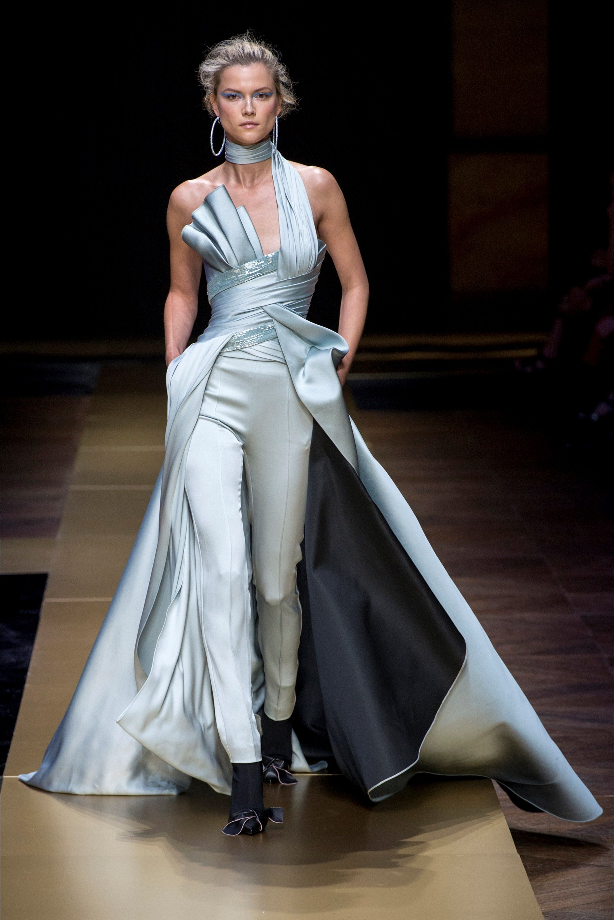 7a98023dd64b Atelier Versace Haute Couture Fall Winter 2016-17 collection Fashion Moda
