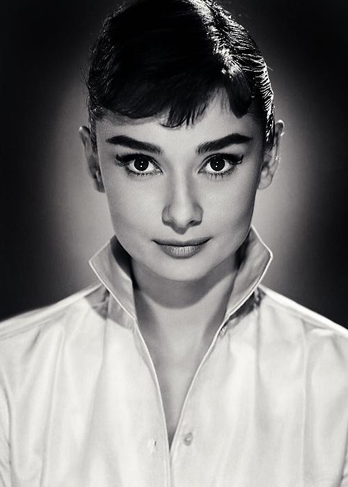 Audrey Hepburn photographed by Jack Cardiff, 1956   Audrey hepburn photos,  Audrey hepburn, Hepburn