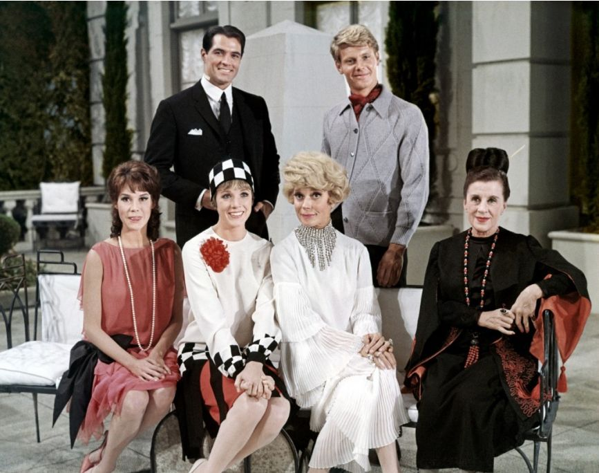 The Thoroughly Modern Millie Cast John Gavin James Fox Mary Tyler Moore Julie Andrews Carol Channing And Beatric Julie Andrews Carol Channing John Gavin