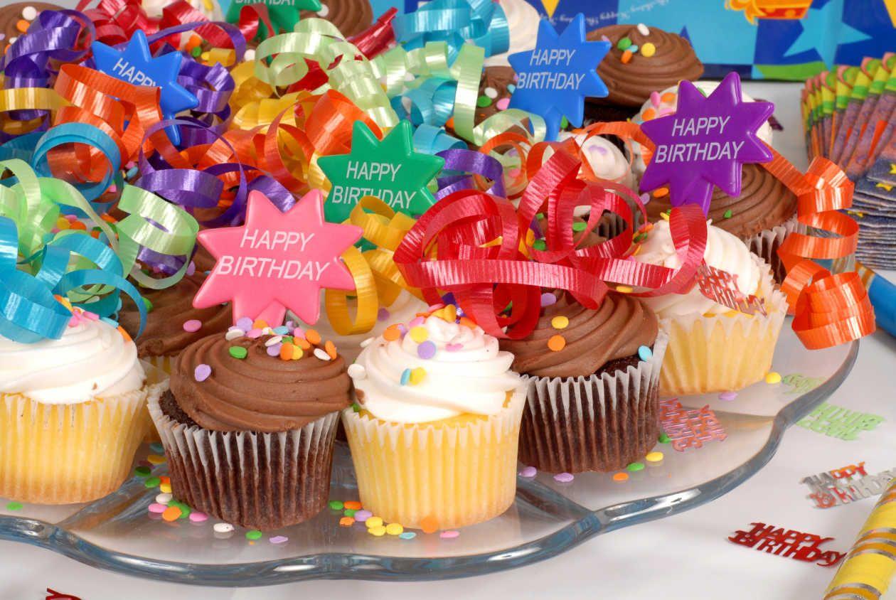 Cup cakes de colores bocadillos para fiestas infantiles - Que se necesita para una fiesta infantil ...