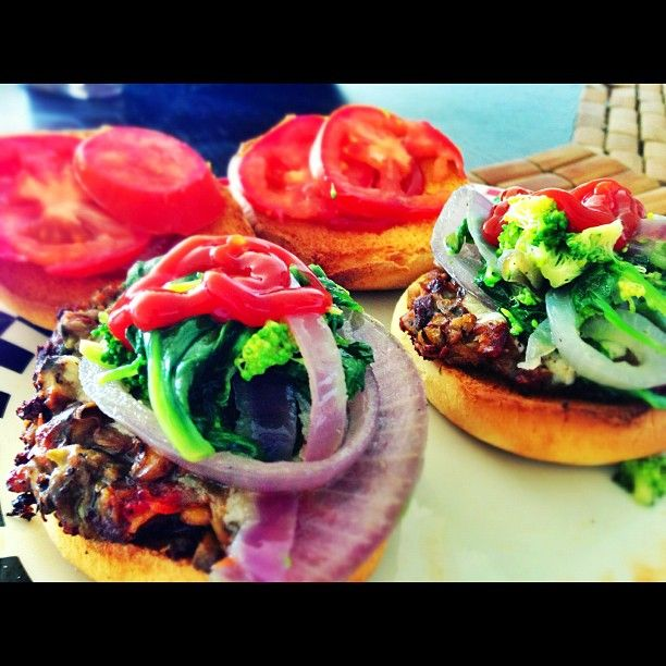 """""""Lentil & Mushroom burger with Spinach, broccoli, Onion topping! #lunch   #Vegan"""""""