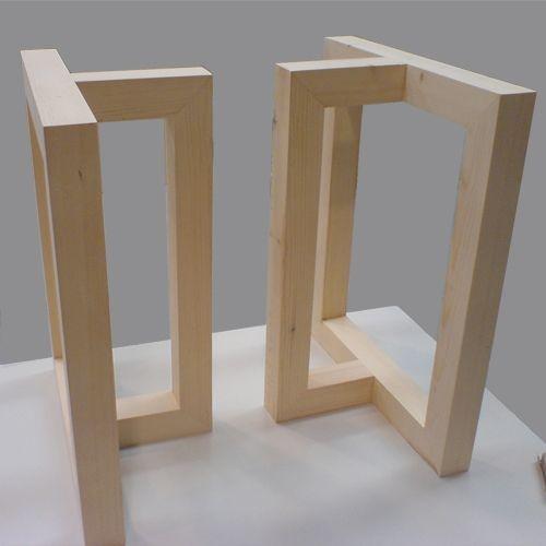 Mesa de comedor minimalista con el sobre de cristal y las for Comedor minimalista