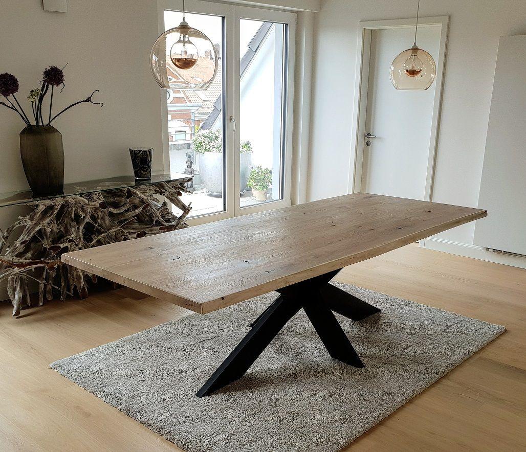 Echtholztisch Aus Eiche Mit Stahlgestell In 2020 Massivholztisch Eichentisch Tisch