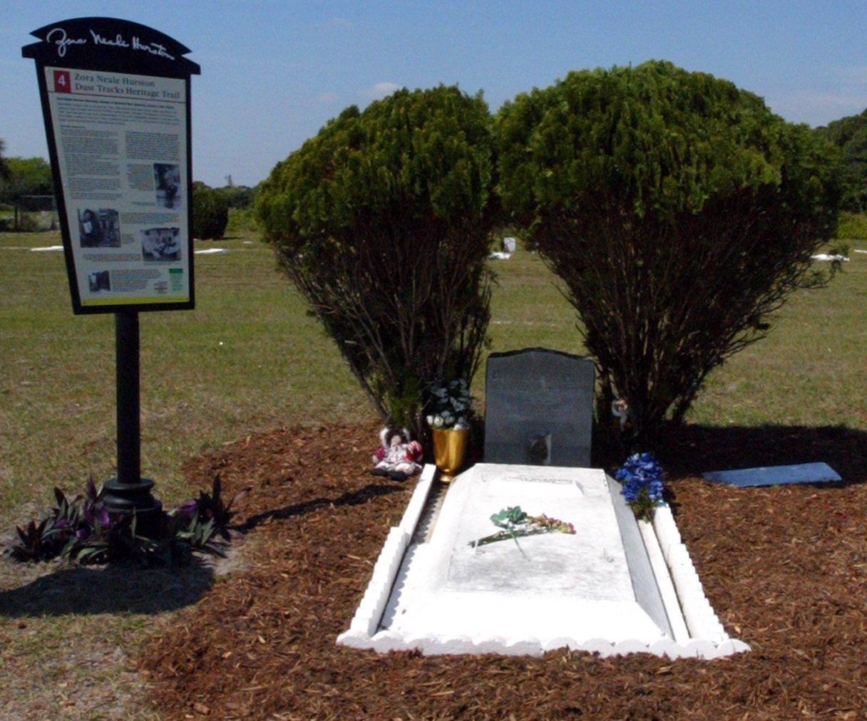 How To Visit The Grave Of 75 Famou Writer Zora Neale Hurston Peaceful Places Setting Sweat By