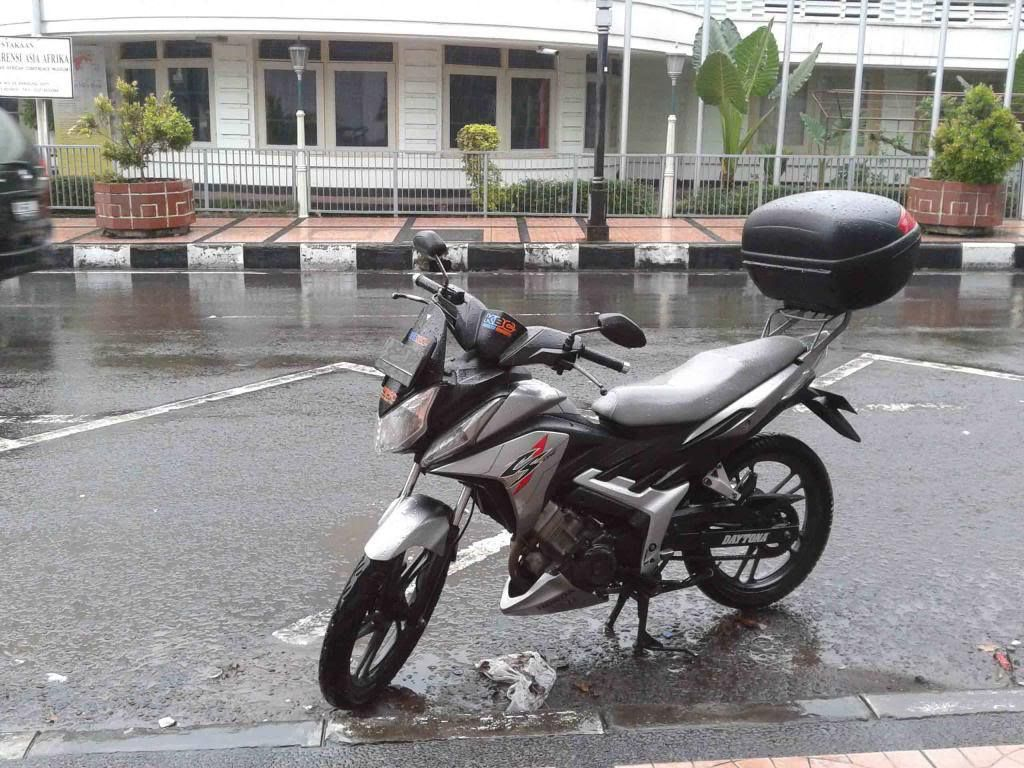 Modifikasi Motor Honda CS1 Untuk Touring Dengan Box Kappa
