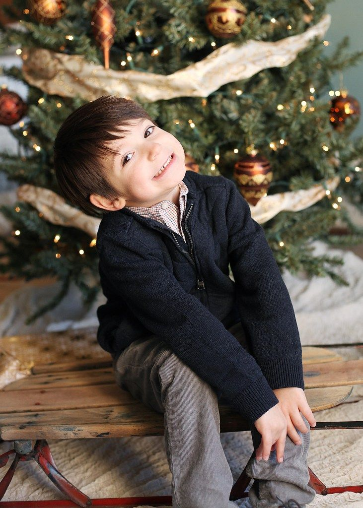 How to choose color combos for your Christmas card photo shoot.