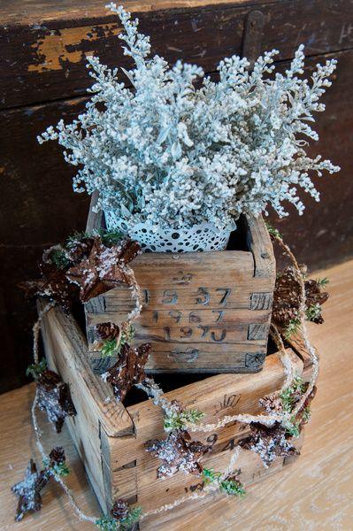 yksityiskohtia,joulu,joulukoristeet,joulukoti,perunakappa,asetelma,kimaltavat koristeet,jouluinen asetelma