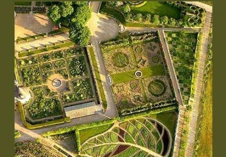 An aerial view of la Chatonniere, France including the leaf parterre. An aerial view of la Chatonniere, France including the leaf parterre. Each segment of the leaf is a different edible plant -- herbs, veggies and even some fruit.