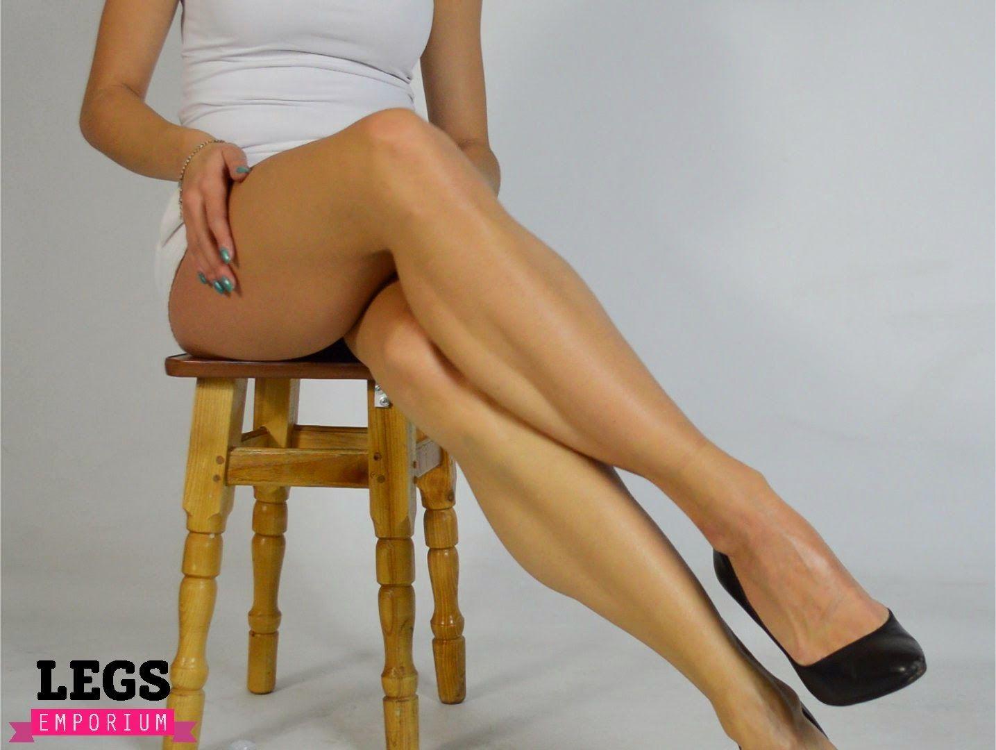 Legs Emporium: Posing Directory - Legs Crossed or Crossed ...