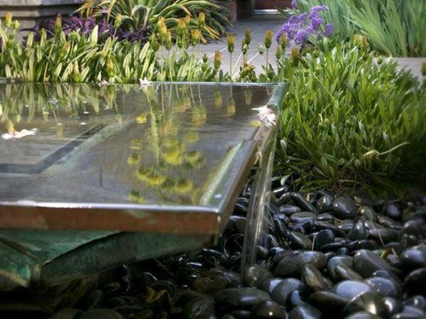 Garten Dekoration Ideen   Wasseranlage Deko Steine Kleine Blumen