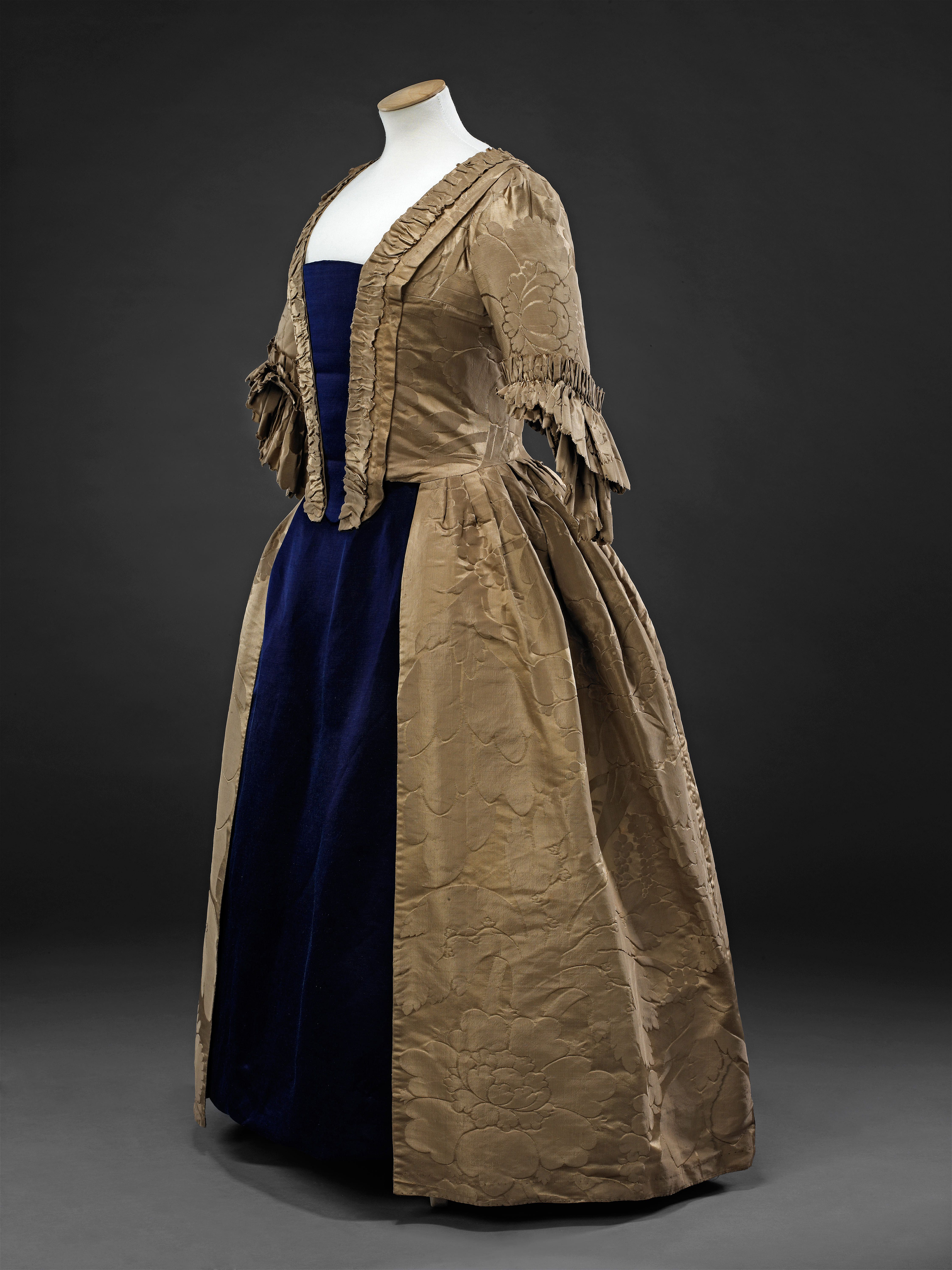 c91b4b94812 1750s Gown (view 2) | 18th C Gowns | 18th century costume, 18th ...