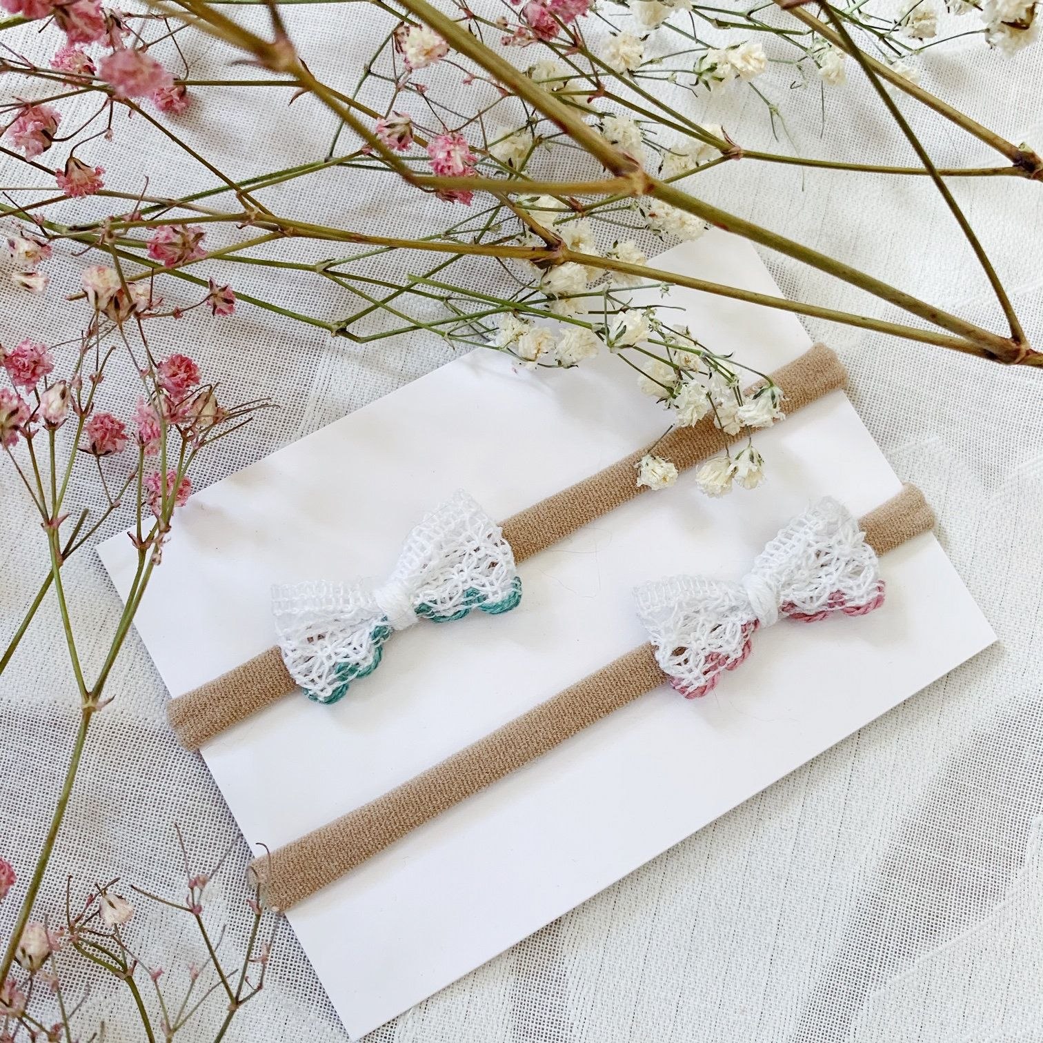 This listing is for [1] or more fabric bows which look