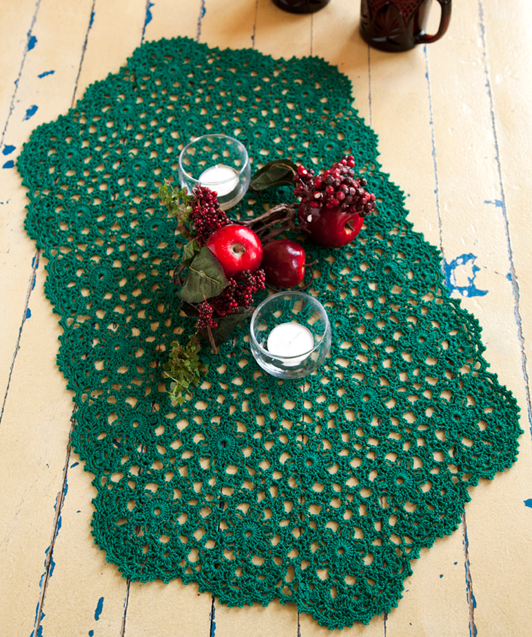 Holiday or Any Day Table Runner FREE pattern, be nice in cream ...