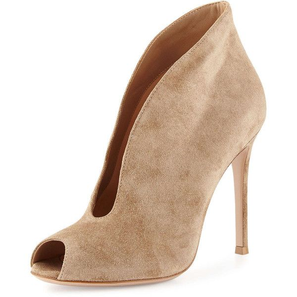 4e7ca1f331 Gianvito Rossi Split-Front Suede Bootie (3.375 BRL) ❤ liked on Polyvore  featuring shoes, boots, ankle booties, nude, short suede boots, suede  booties, ...