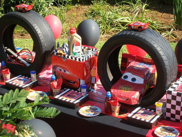 Great Table Setting Ideas For A Cars Themed Birthday Party. I Would Use The