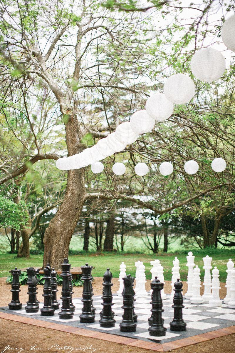 Giochi Da Fare In Giardino giant chess pieces & paper lanterns.