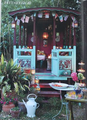 Cutes. I love the 'gypsy' tea party set up. Wish my Mum had this for when she travels around Australia with Dad. They could have their morning cups of tea here <3 #gypsysetup