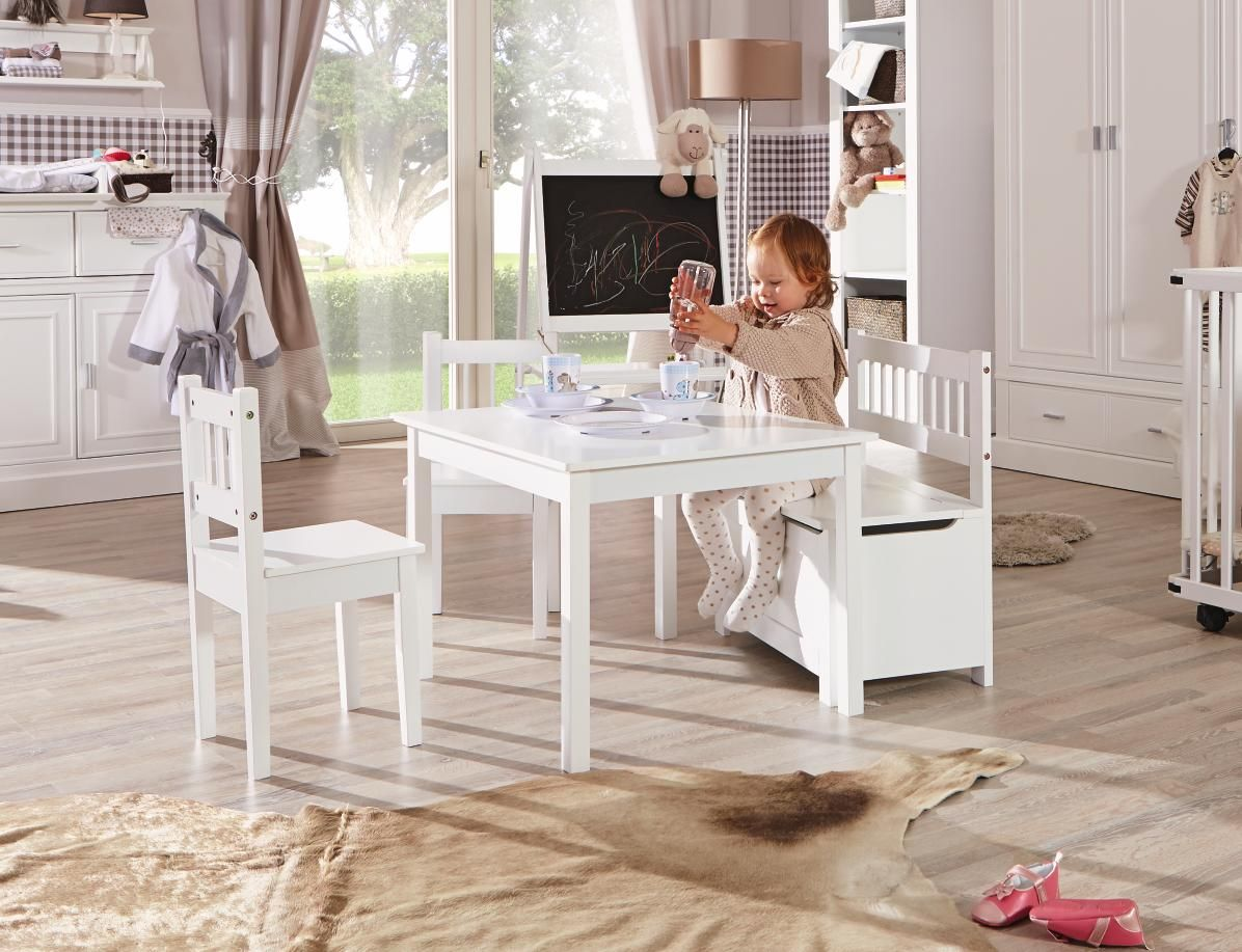 Kindersitzgruppe Mit Tisch Sitzbank Und 2 Stuhlen Weiss Und Kindgerecht Kindersitzgruppe Sitzen Wickelkommode