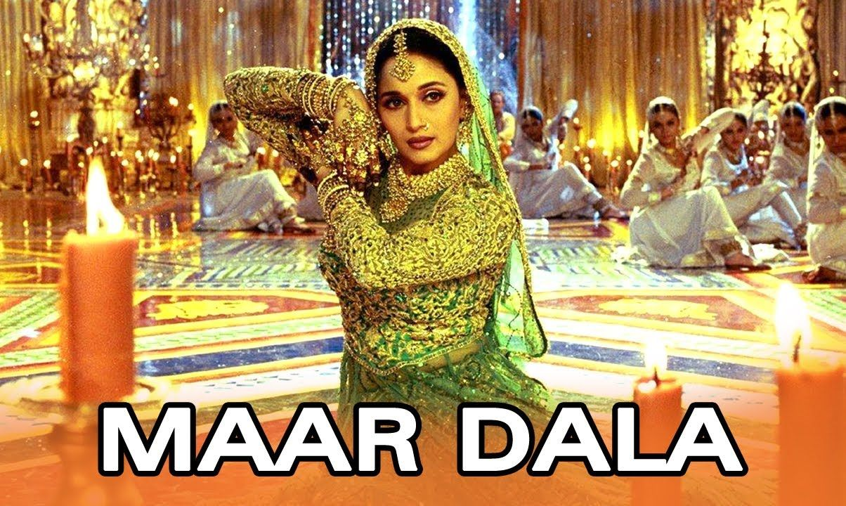Watch the eternal bollywood beauties Aishwarya Rai & Madhuri Dixit dance  along to the tunes of Dola Re Dola a traditional dance number from Devdas.