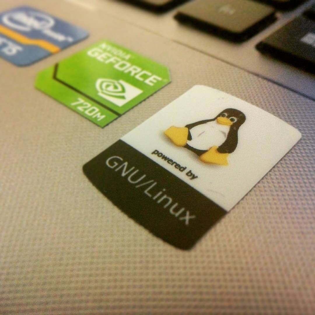 Y lo bien que queda #GNU #Linux #stickers #unixstickers by nextsource