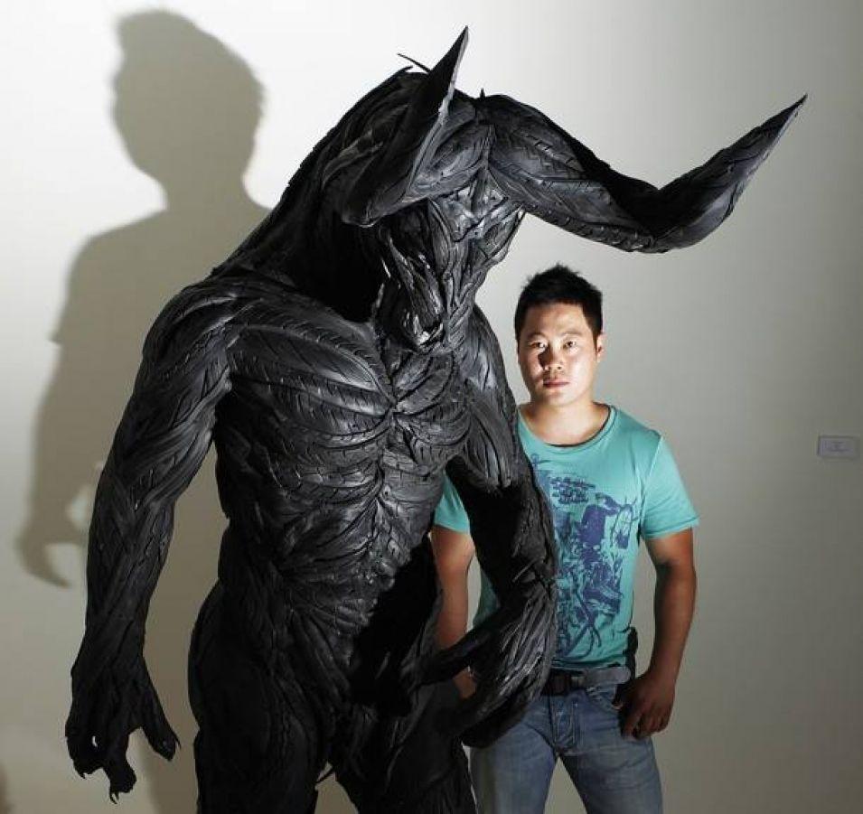 Este homem usa pneus velhos para fazer estas esculturas incríveis.