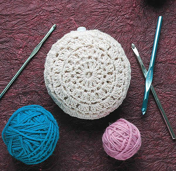 Crochet fold up market bag...this is cute!